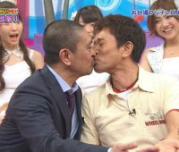 HEY!HEY!HEY!生放送中にダウンタウンがキス!