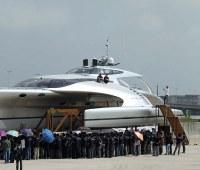 お値段約12億円、製作期間4年の豪華クルーザーはまるで海の宇宙船!?