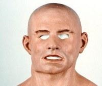 まるでルパン!?特殊マスクで白人に変装した黒人銀行強盗犯